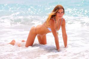 2d90fa18372f871b2924335ebb647598th - Celebrities nipslip, cameltoe, upskirt, downblouse, topless, nude, etc